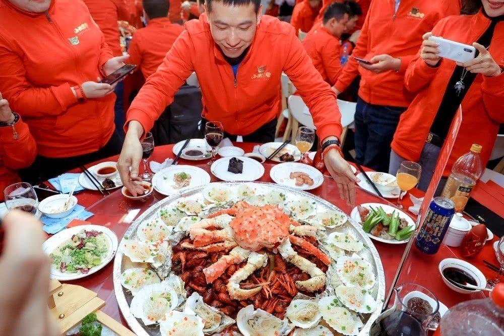 本屆小米家宴菜色之一。圖/擷自騰訊科技