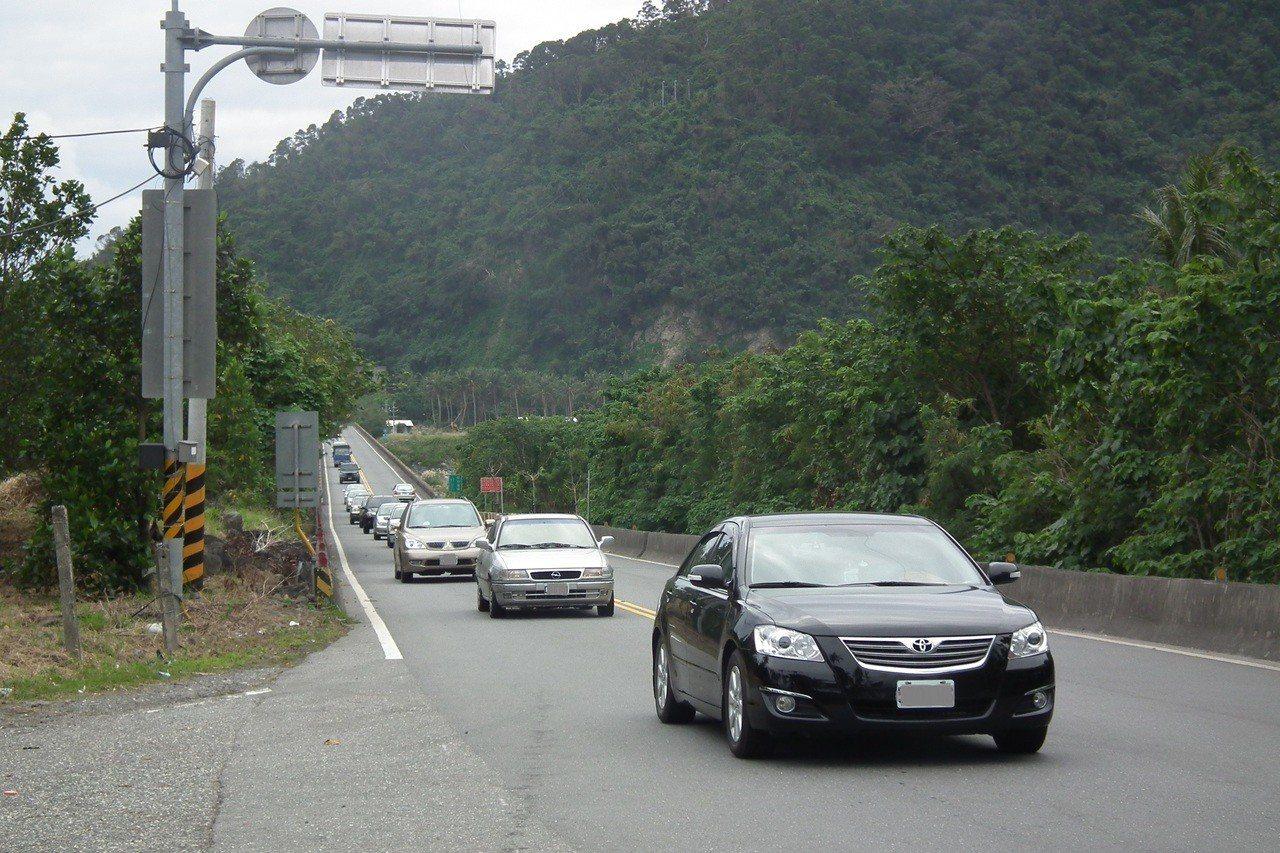 元旦4天連續假期首日,台東各地交通順暢,預估明、後天湧現出遊車潮。記者尤聰光/攝...