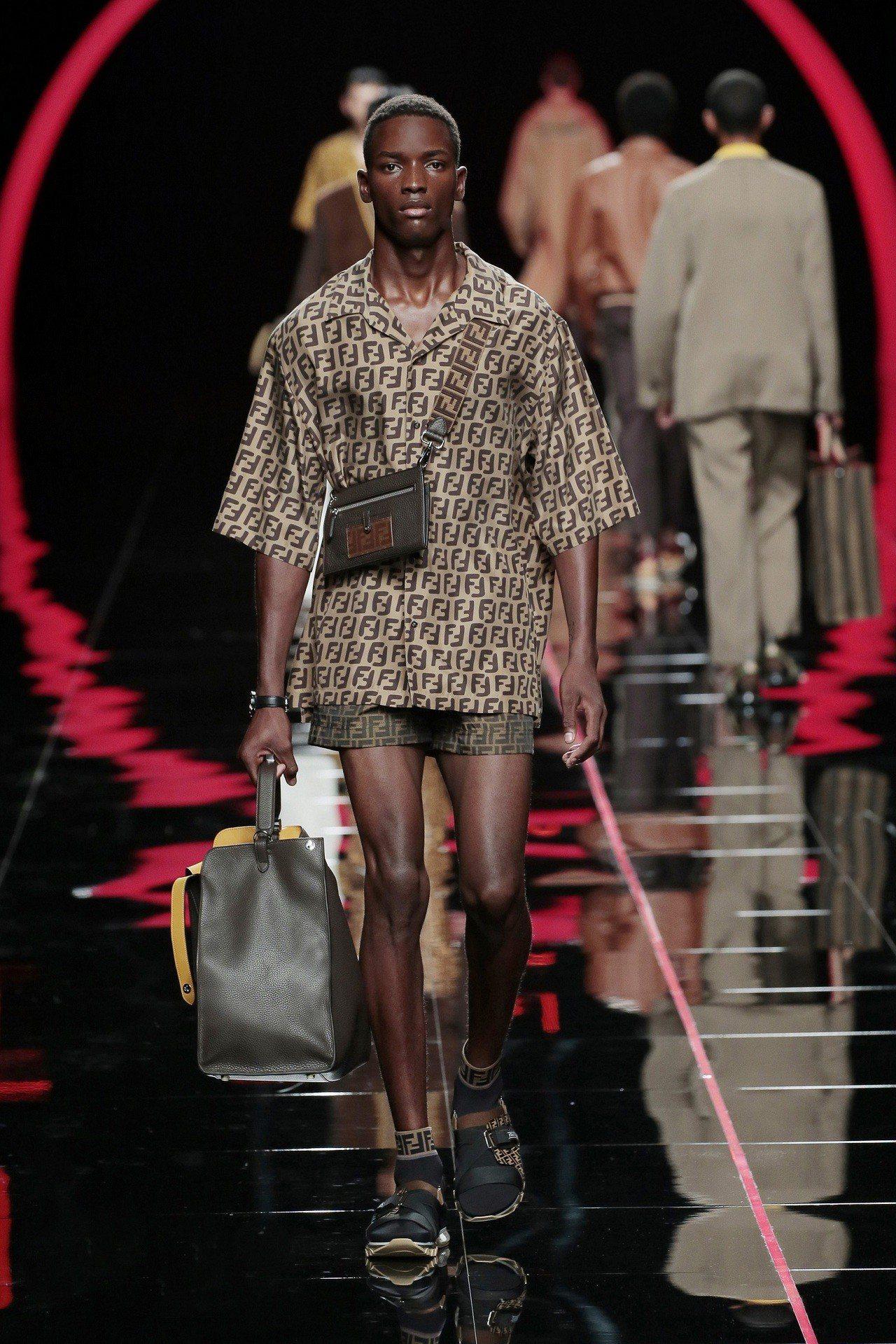 蕭敬騰搶先穿上的FENDI 2019春夏男裝襯衫、短褲。圖/FENDI提供