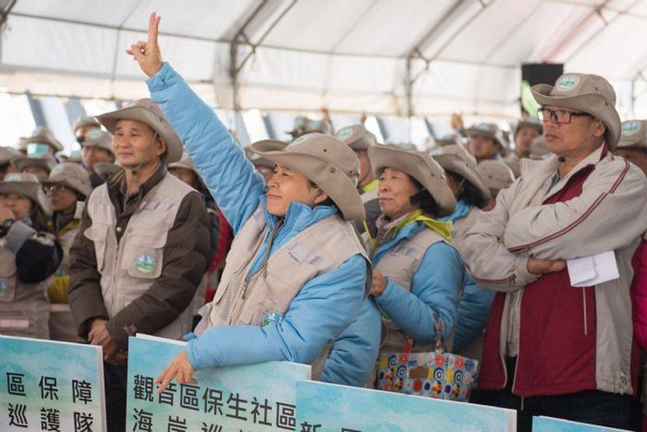 海岸巡護隊志工在成立大會上誓言全心全力守護海岸。圖/桃園市政府新聞處提供