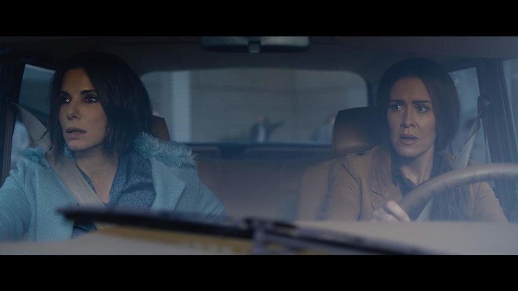 珊卓布拉克(左)與莎拉寶森在「蒙上你的眼」演出精彩。圖/摘自imdb