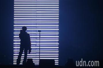 林宥嘉今天在台北小巨蛋舉辦《idol世界巡迴演唱會》,開場就連唱多首經典名曲搭配精緻的燈光與聲效,帶給粉絲全新的視聽覺享受。