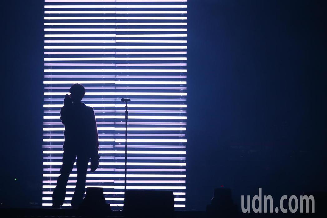 林宥嘉今天在台北小巨蛋舉辦《idol世界巡迴演唱會》,搭配精緻的燈光與聲效。記者