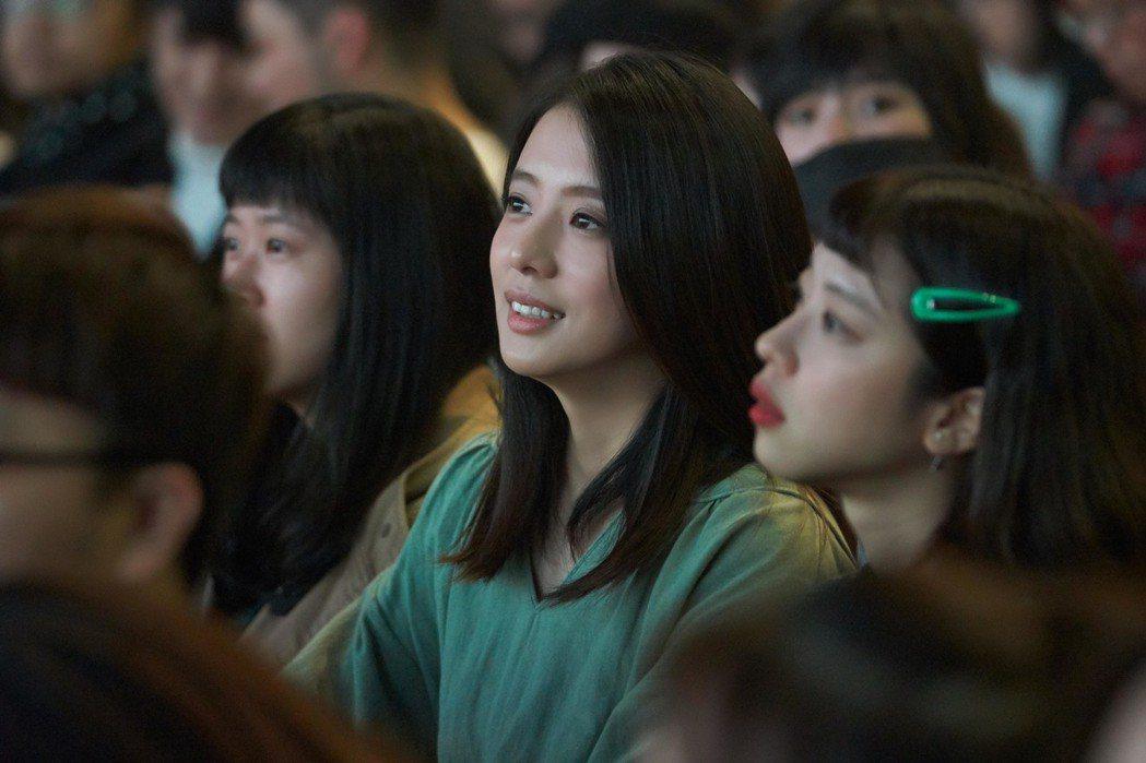 丁文琪(中)坐在台下支持老公林宥嘉。圖/讀者提供