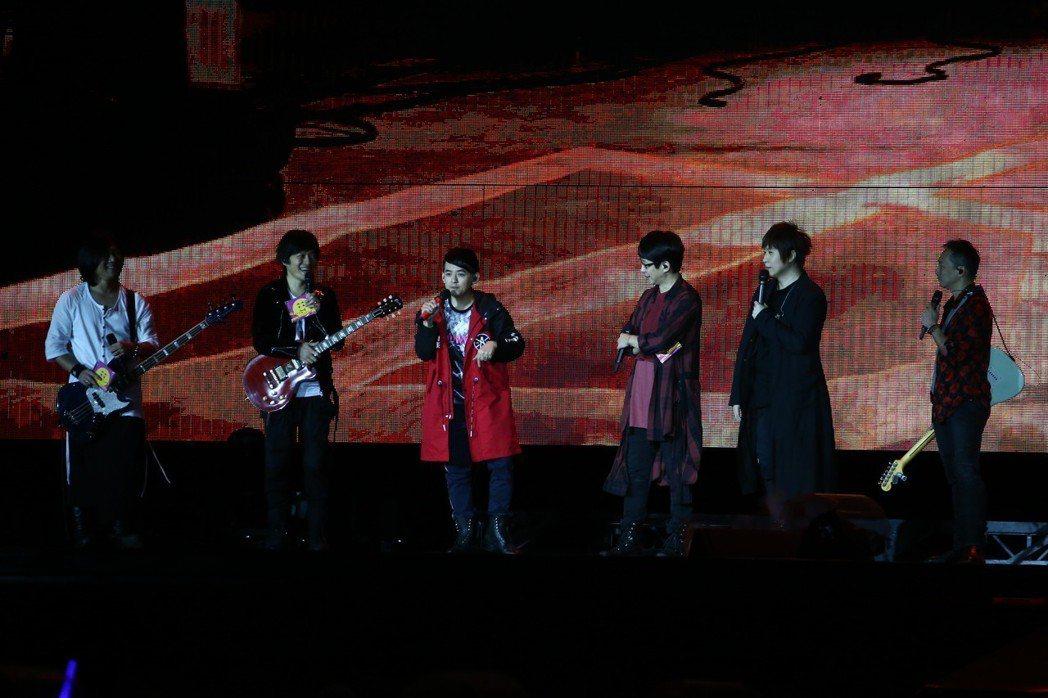 黃子佼擔任五月天29日演唱會嘉賓。記者黃仲裕/攝影