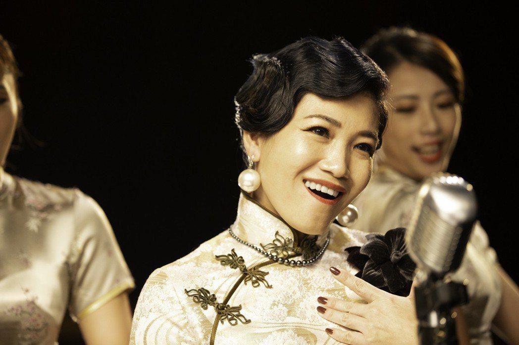 黃妃換上旗袍裝,拍攝新作「顛倒歌」MV。圖/米樂士娛樂提供