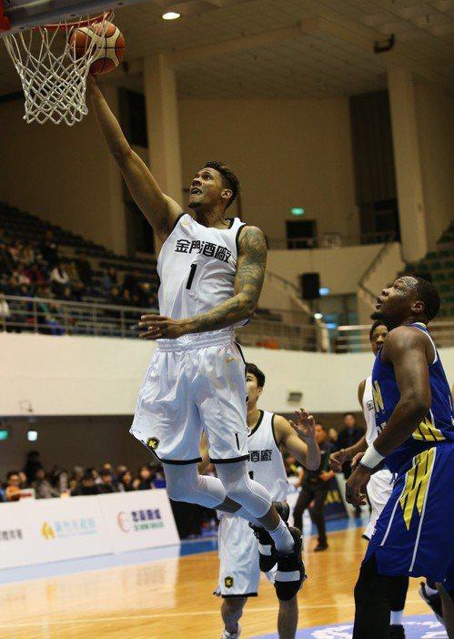 金酒新洋將「天使」努涅茲(Angel Nunez)。圖/中華籃球協會提供