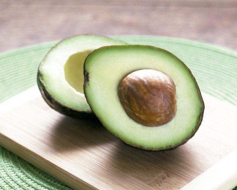 酪梨酪梨是單元不飽和脂肪酸的絕佳來源,含有抗發炎抗氧化劑,包括維生素A、C、...