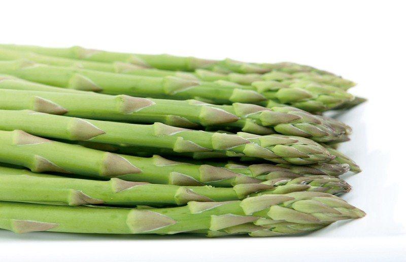 蘆筍益生元(一種無法在胃中消化的可發酵纖維)為體內的有益細菌提供食物。它們有...