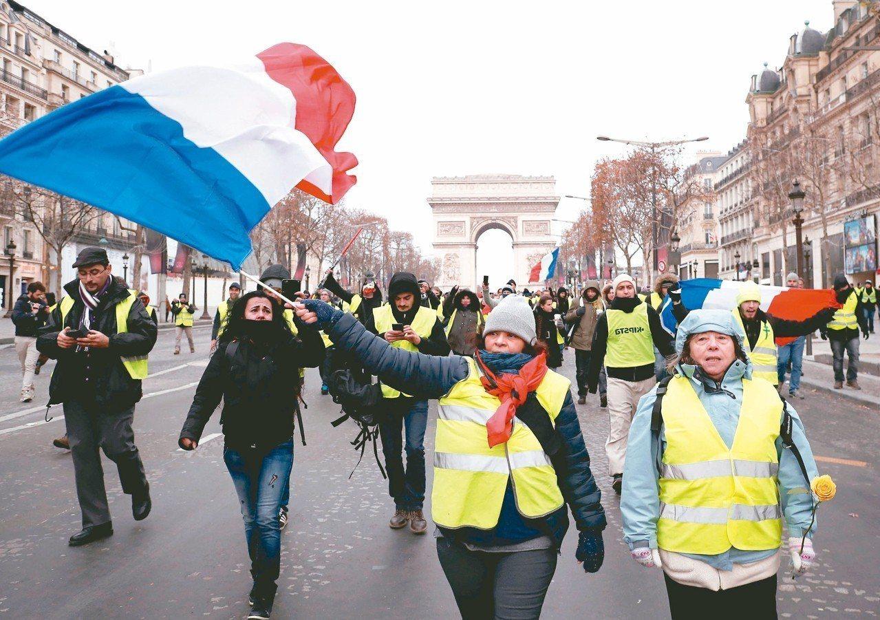 法國「黃背心」運動暴露許多社會問題。 路透