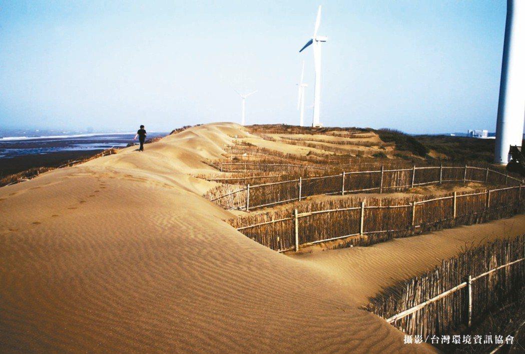桃園草漯沙丘海岸長約8公里,是台灣最發達的沙丘群,有台灣版「撒哈拉沙漠」之稱。 ...