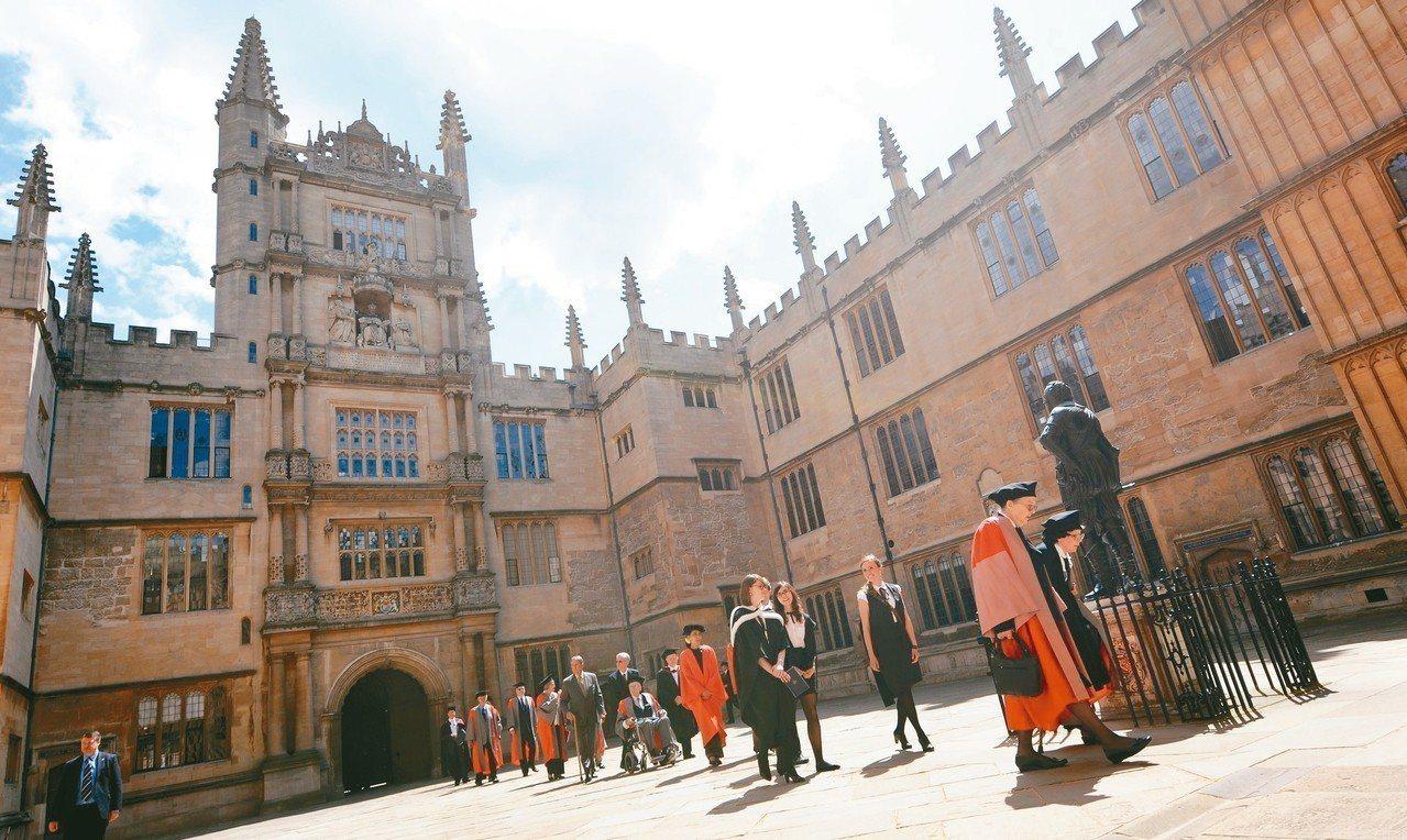 英國牛津大學嚴格規定教師退休年限。 (歐新社)