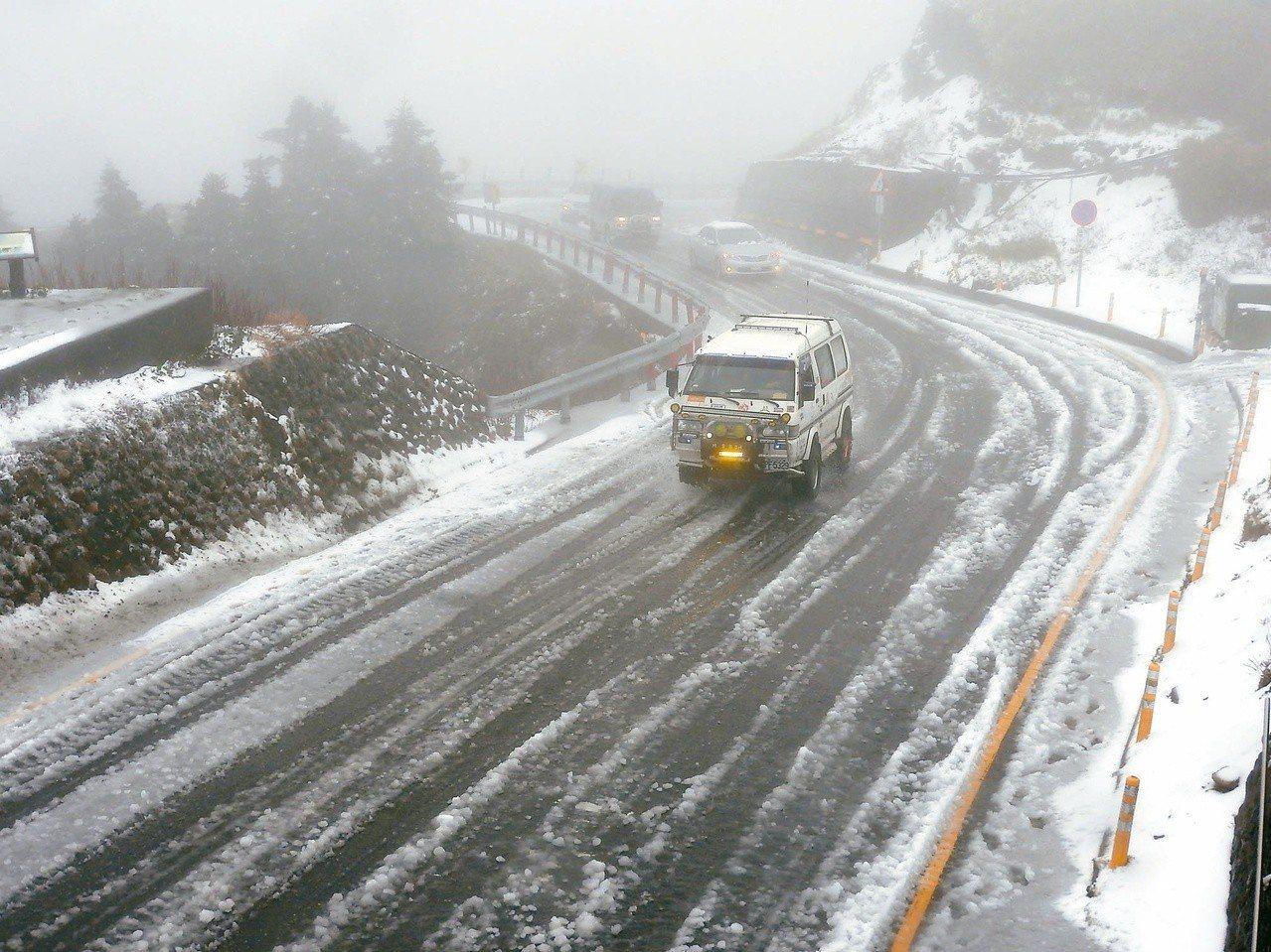 12月31日到1月3日水氣多,3千公尺以上高山有機會降雪。 聯合報系資料照
