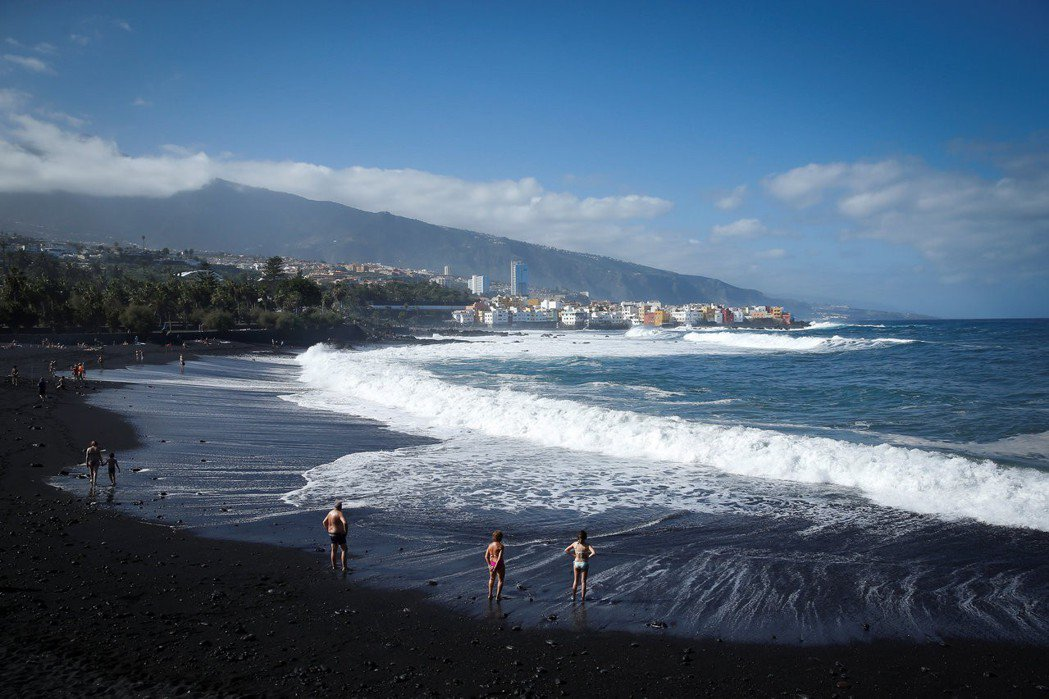 西班牙加那利群島是歐洲度假勝地。(路透)