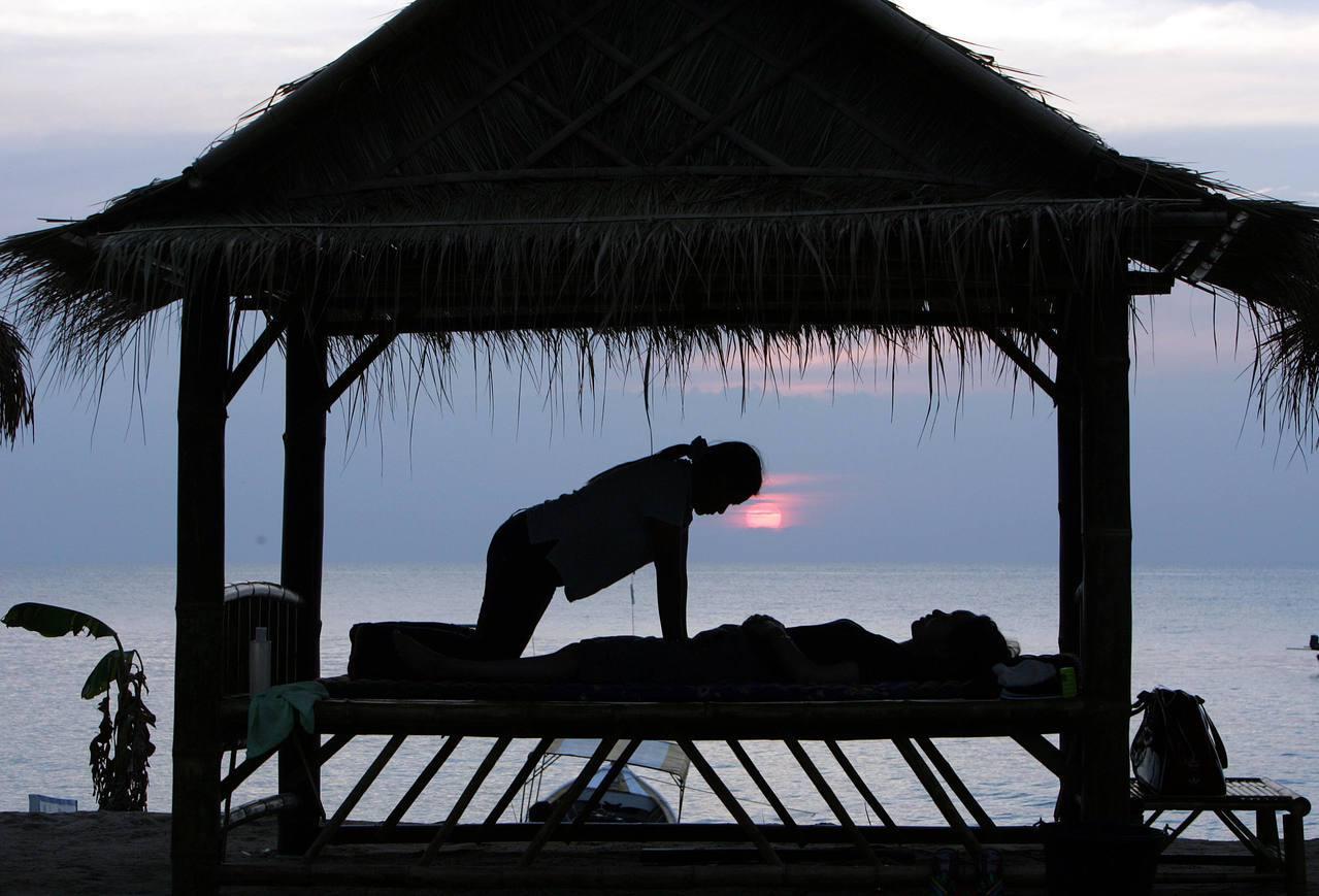 一名英國人在泰國按摩時睡著,竟詢問英國外交人員能否協助索討按摩費。圖為泰國巴尼亞...