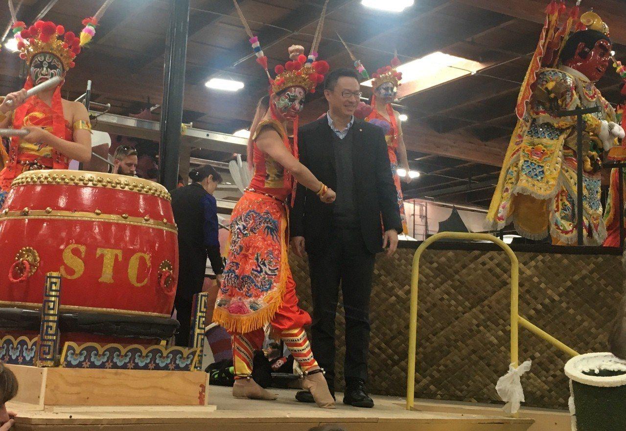 華航花車以「台灣的節奏」為遊行主題,以電音三太子作為主角。 記者林佩錦/攝影