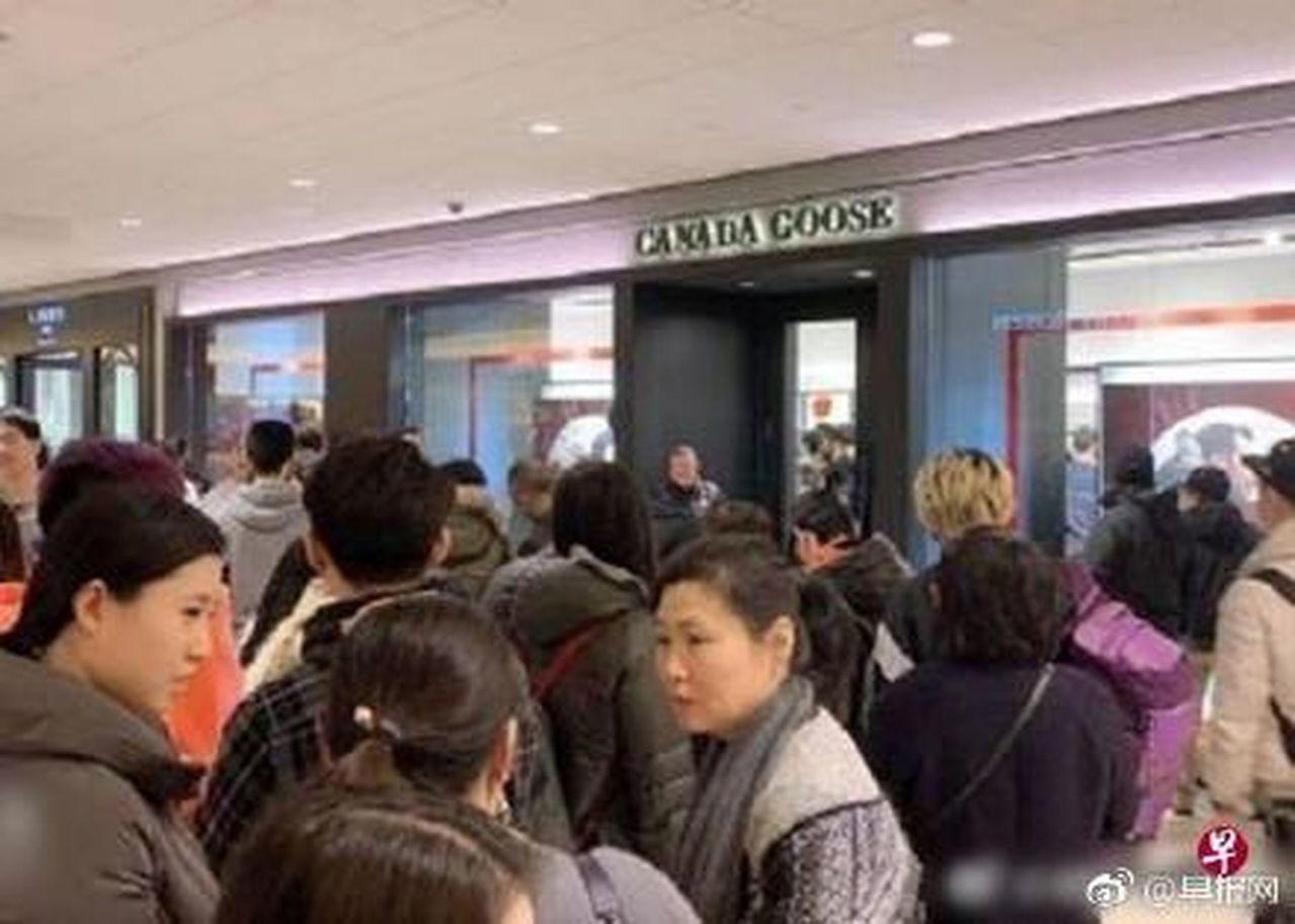 抵制加貨破功,羽絨衣北京開旗艦店賣翻。翻攝微博