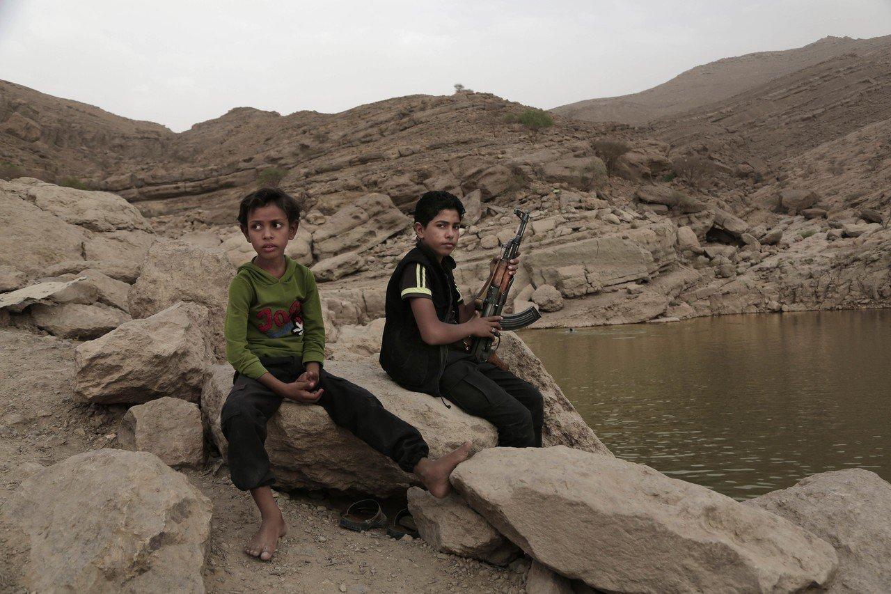 沙烏地阿拉伯招募蘇丹達佛的童兵前往葉門幫忙打仗,年紀約略在14歲到17歲,一人可...