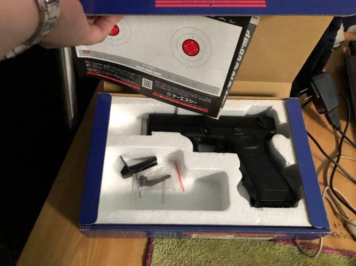 警方日前持票搜索林男住處,果真查獲改造手槍1把、子彈1顆、槍枝零件及改槍工具。圖...