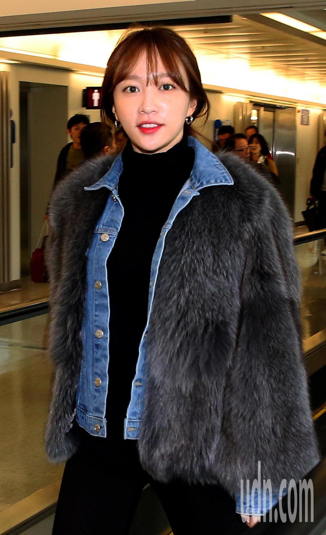 韓團EXID的5位成員,30日中午搭乘大韓航空公司班機抵達桃園機場,準備跨年開唱...