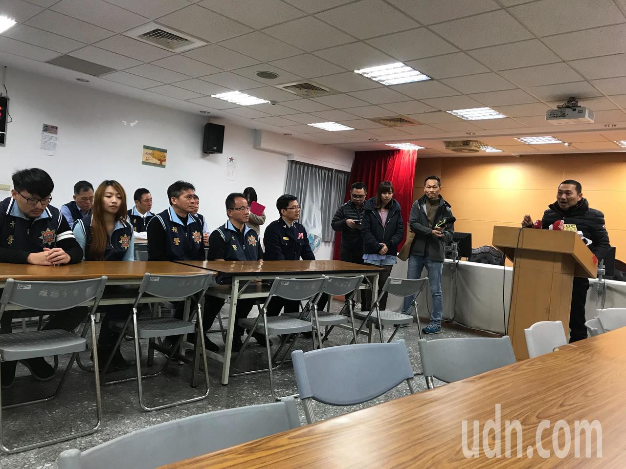 新北市長侯友宜今天前往分局慰問有功人員。記者袁志豪/攝影