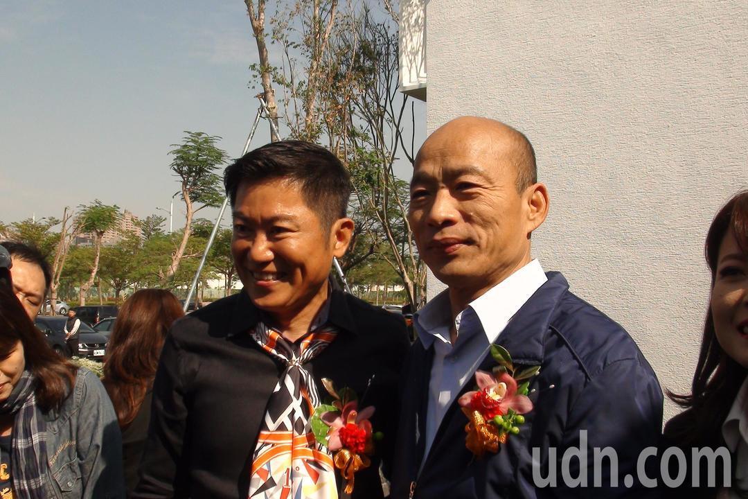 高雄市長韓國瑜(右)今天近午透露,明年一月中旬會有100多家的投資公司董事長會來...