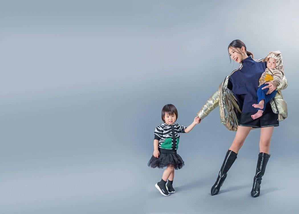 詹乃蓁擁兩個小寶貝,當個幸福媽咪。圖/媽媽寶寶雜誌提供