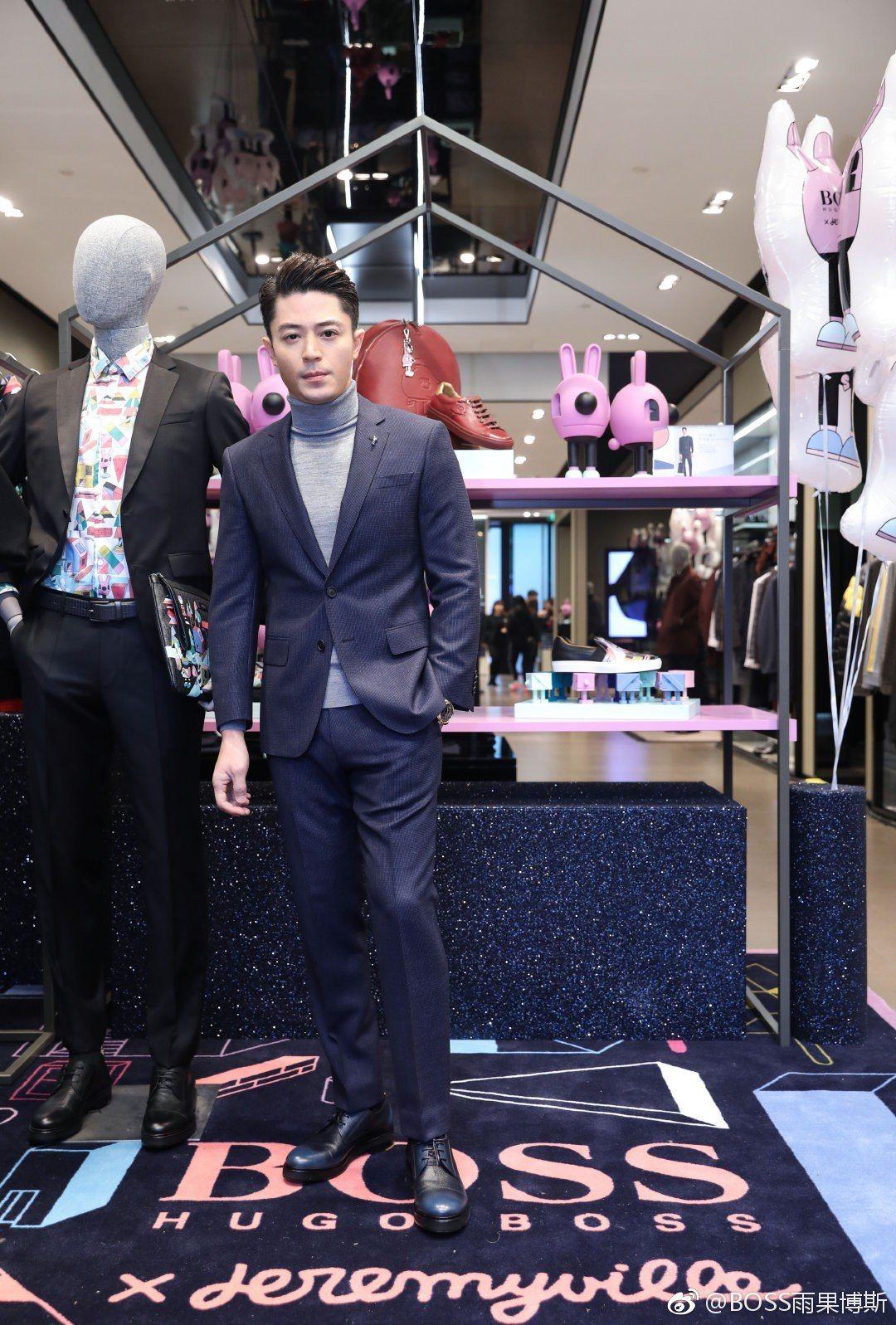 霍建華帥搭BOSS西裝造型,現身力挺品牌活動。圖/摘自微博