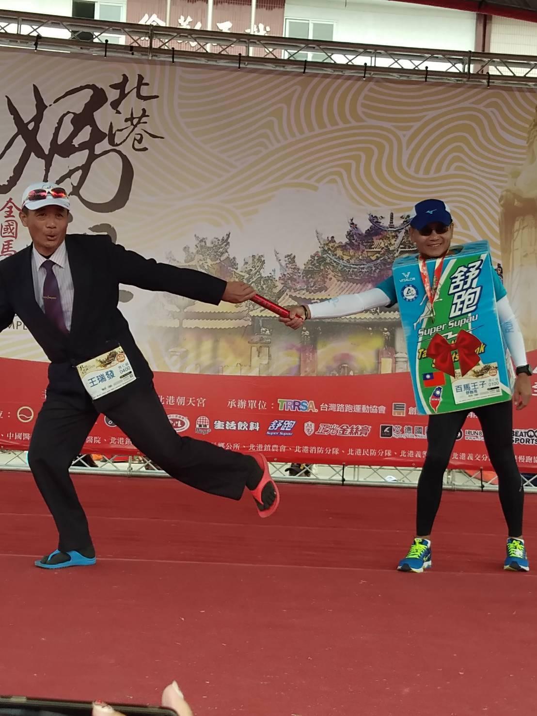 北港朝天宮主辦媽祖盃全國馬拉松大賽邁入第7年,被封為「舒跑哥」的詹益榮也在今天完...