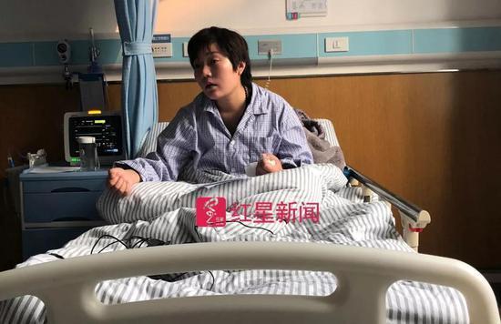 河南鄭州一名30歲的餐廳女老闆仵書奇,日前自殺被救活。因承包富士康鄭州科技園一餐...