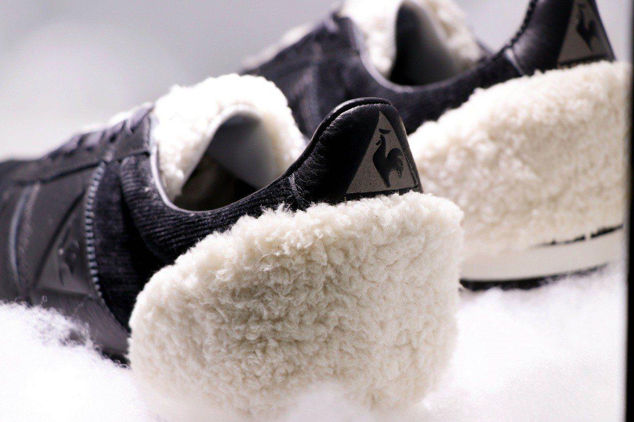 Le coq sportif將精緻的仿羊毛裝點在鞋舌以及鞋後跟,光是用看的就感受...