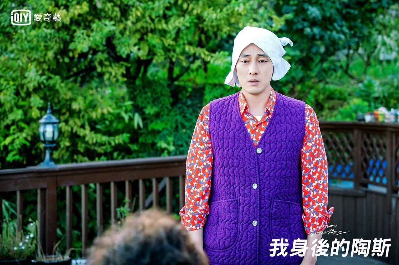 韓劇冠軍由《我身後的陶斯》奪得,靠著蘇志燮突破性的演出,成功於短短兩個月創下千萬...