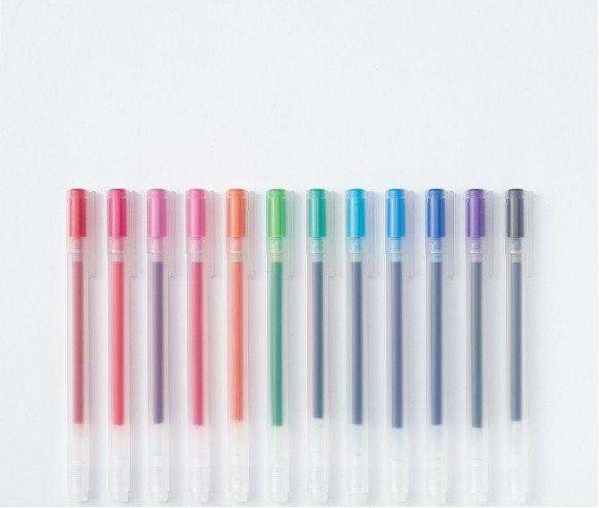 膠墨中性筆,建議售價28元。此系列自1998年上市至今經歷多次改良,不僅筆身設計...