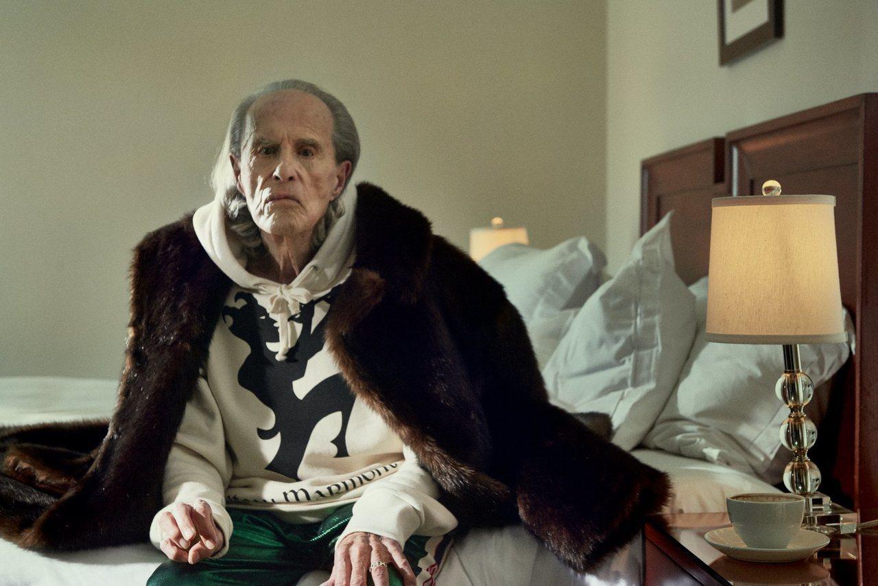 前陣子為了宣傳Chateau Marmont系列商品,Gucci還特別找來高齡9...