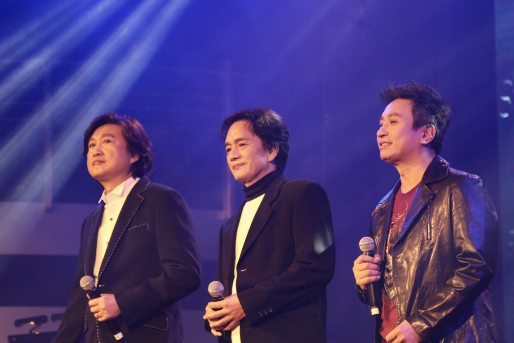 周治平(左起)、黃大軍、王中29日在台北花漾HANA展演空間舉辦「我把心遺落在1...