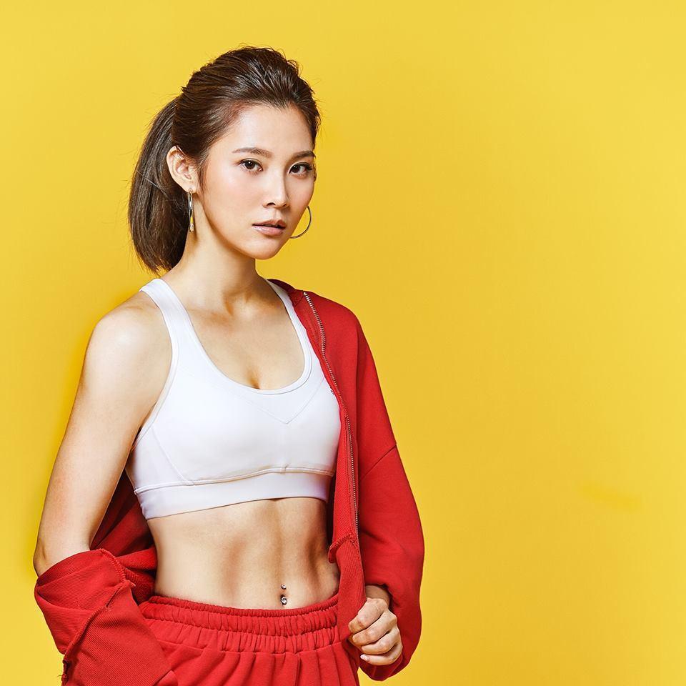 華千涵從小學京劇,練出健康好身段。圖/摘自臉書