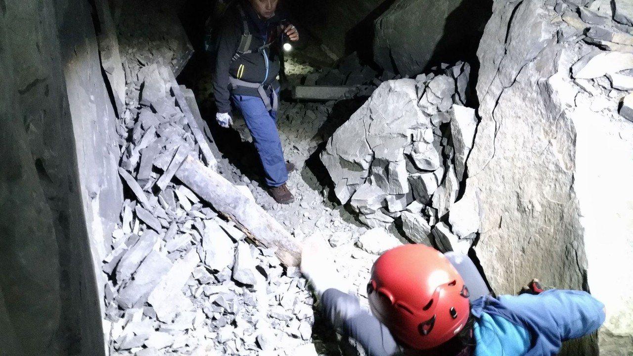 荒廢的阿里山鄉眠月線鐵道危險性很高,卻有 登山客在網路宣傳成為熱門登山「祕境」。...