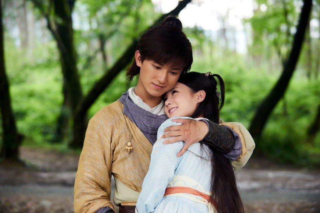 楊旭文(左)、李一桐合作「射鵰英雄傳」。圖/中視提供