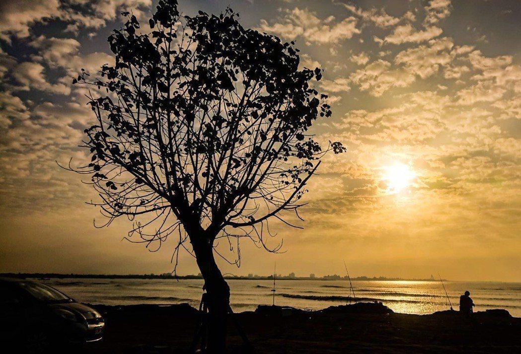 高市長韓國瑜元旦連假行程滿滿,元旦清晨要到林園看曙光。 圖/高市觀光局提供