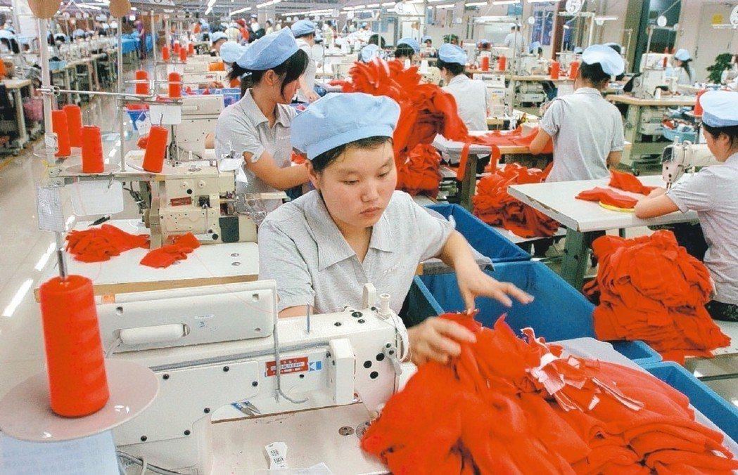 由於歐美年底購物旺季銷售動能強勁,法人預期後續廠商將有庫存回補效應,成衣紡織、製...