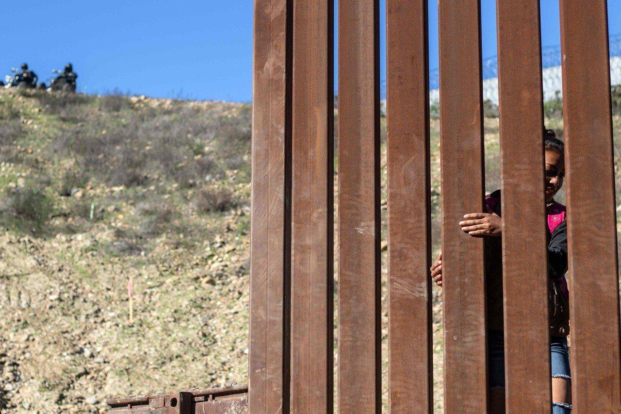 政府資料顯示,如今ICE逮捕的無證移民雖以罪犯為主,但尚未定罪的被捕移民人數大增...