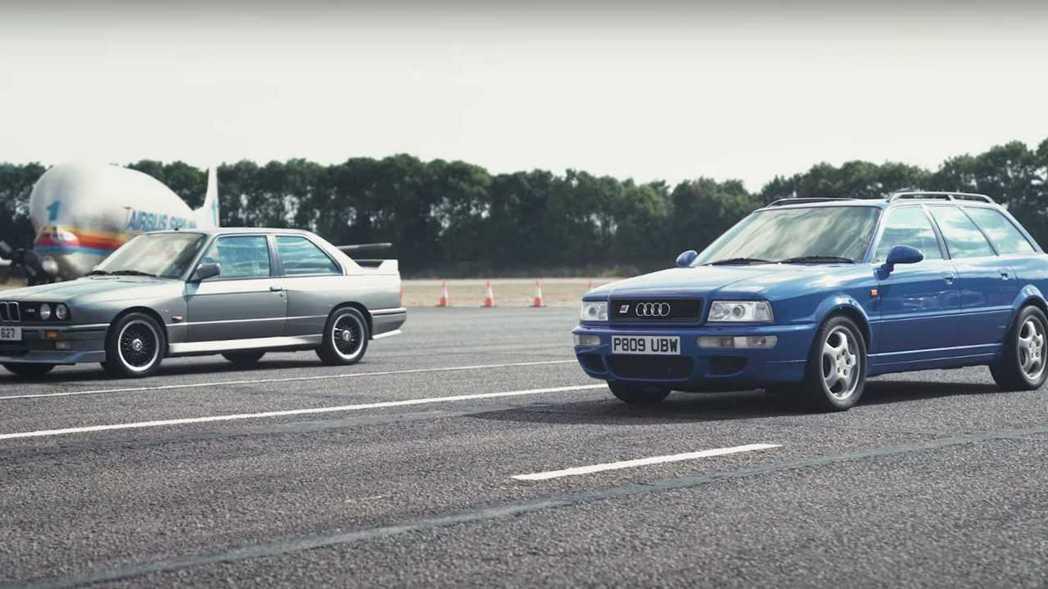 Audi RS2 vs. BMW E30 M3經典車款對決。 截圖自CarWow...