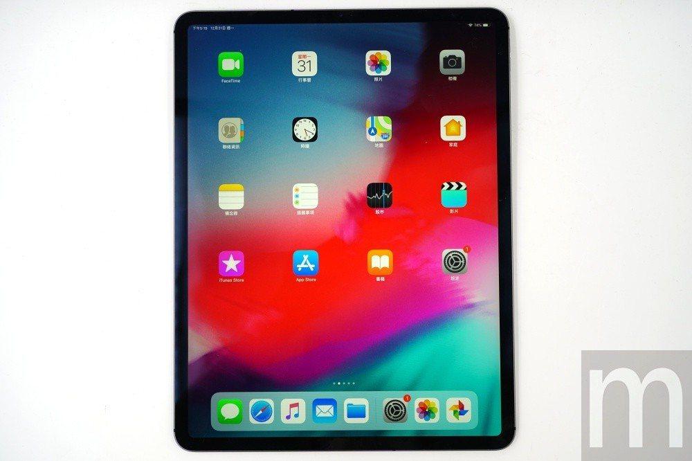 藉由去除Home鍵,讓螢幕顯示佔比大幅提昇的新款12.9吋iPad Pro
