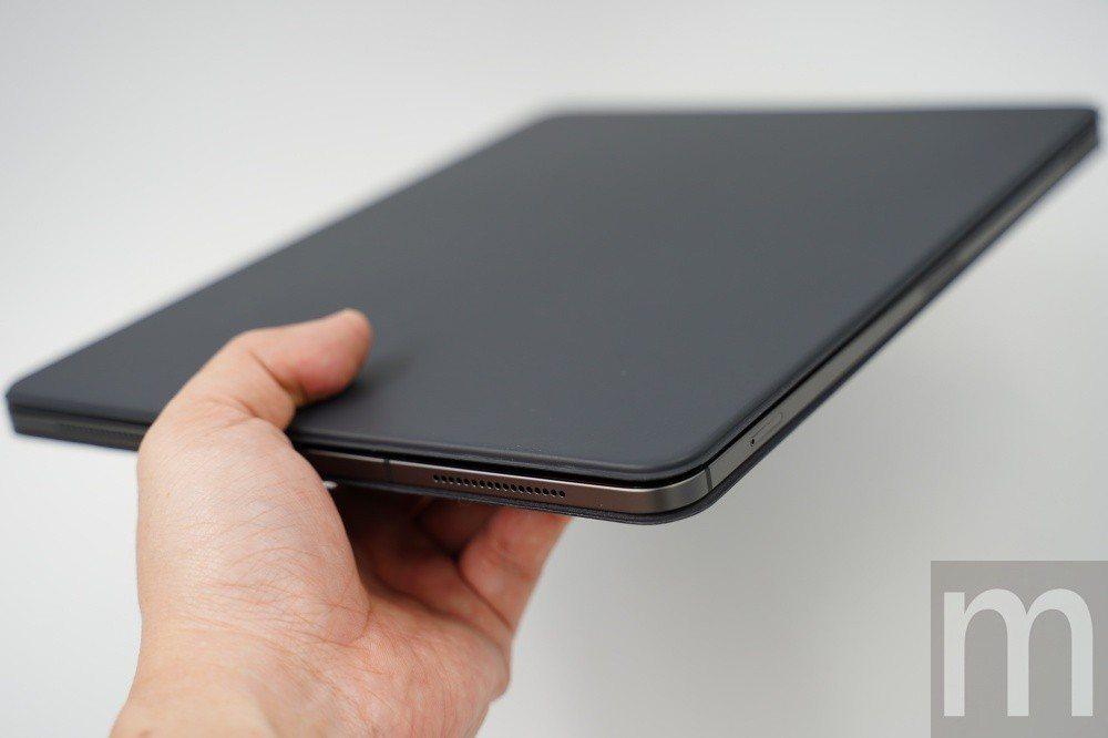 新款鍵盤保護蓋可以相當平整地包覆iPad Pro