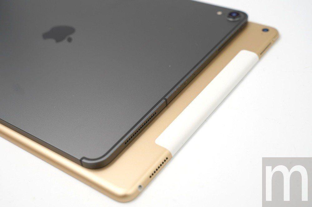 2018年款12.9吋iPad Pro (上)的天線填補層設計與2016年款12...