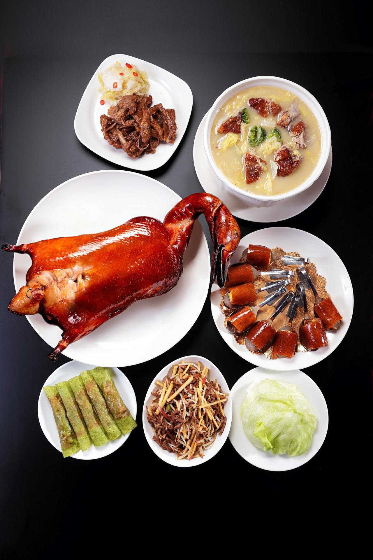 蘭城晶英酒店的櫻桃霸王鴨五吃可搭配其他經典佳餚慶團圓。照片提供/蘭城晶英酒店