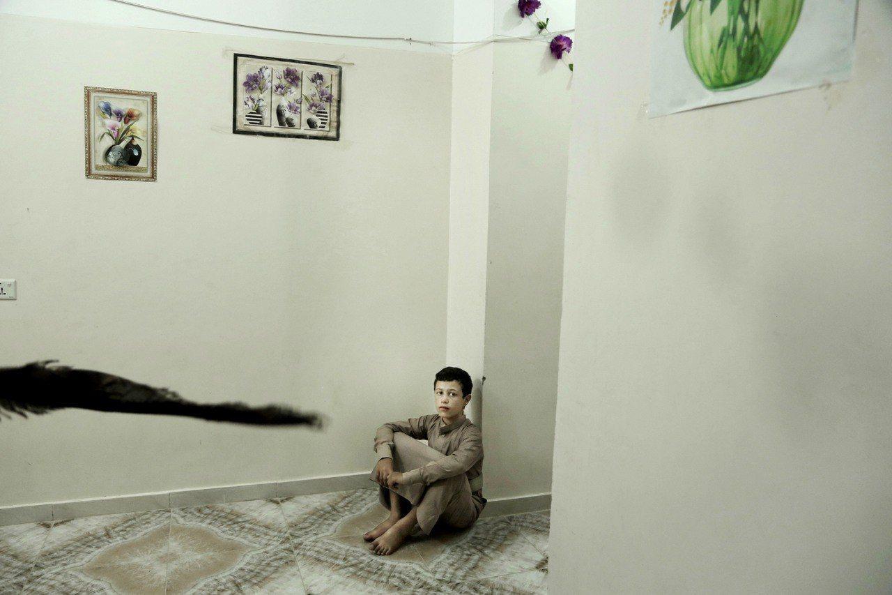 葉門內戰的交戰雙方都違反國際人權規範,徵召大批娃娃兵上陣。圖為14歲的娃娃兵馬吉...