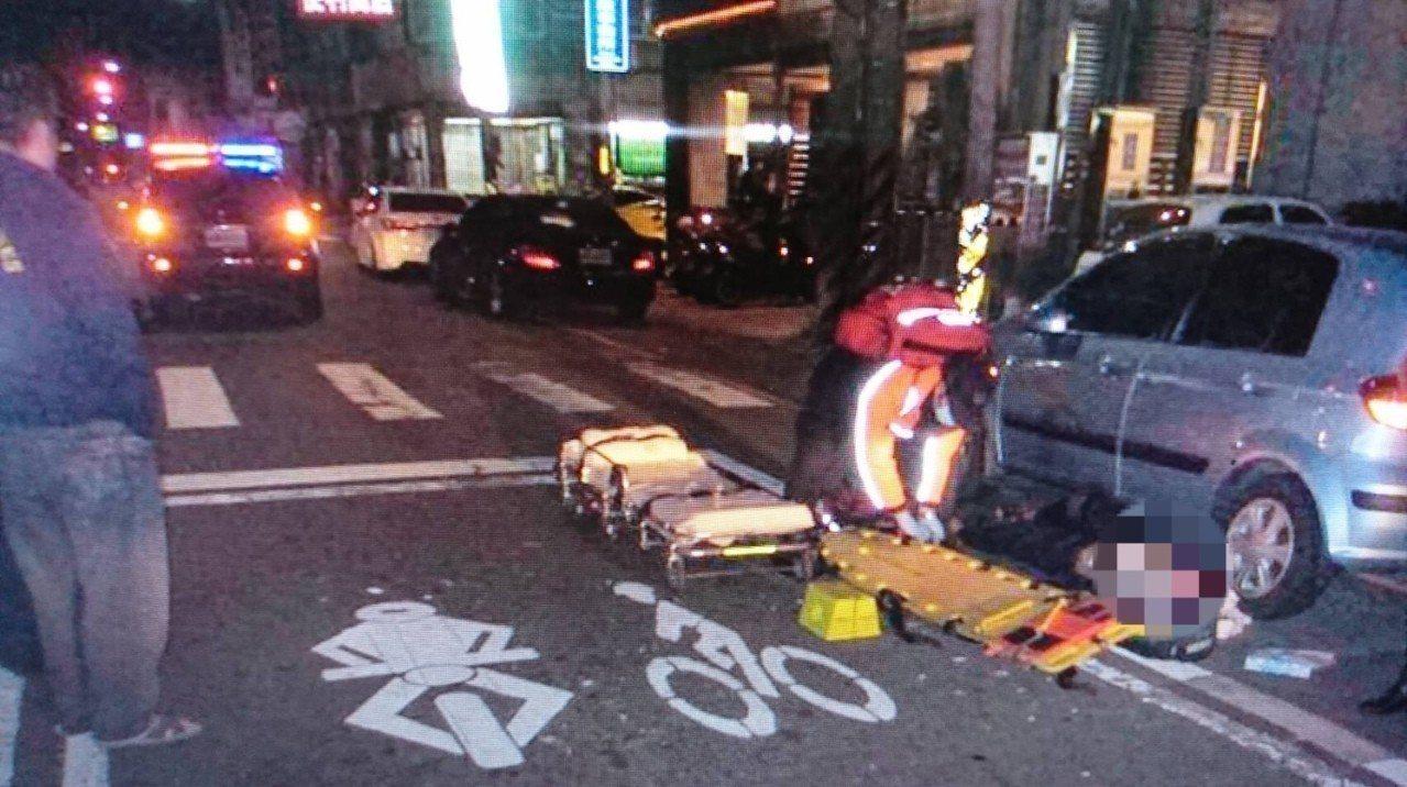 彰化縣和美鎮前晚發生凶殺案,31歲江姓男子在鹿和路85度C咖啡店旁被3名男子持武...