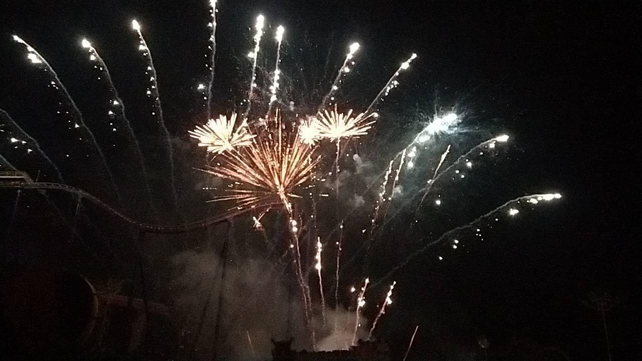 樂迎2019!劍湖山世界今年與金光布袋戲合作,並準備28888發煙火,時間長達1...