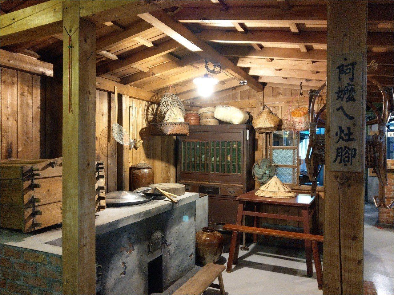 宜蘭虎牌米粉產業文化館「那個年代」展示區,呈現阿嬤ㄟ灶腳的懷舊風貌。記者戴永華/...